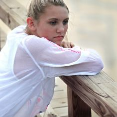 girl-young-pretty-outdoors-face-youth-thinking