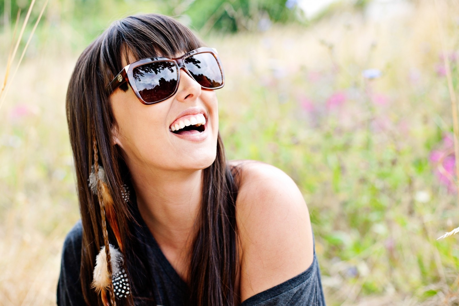sunglasses-summer-model-happy